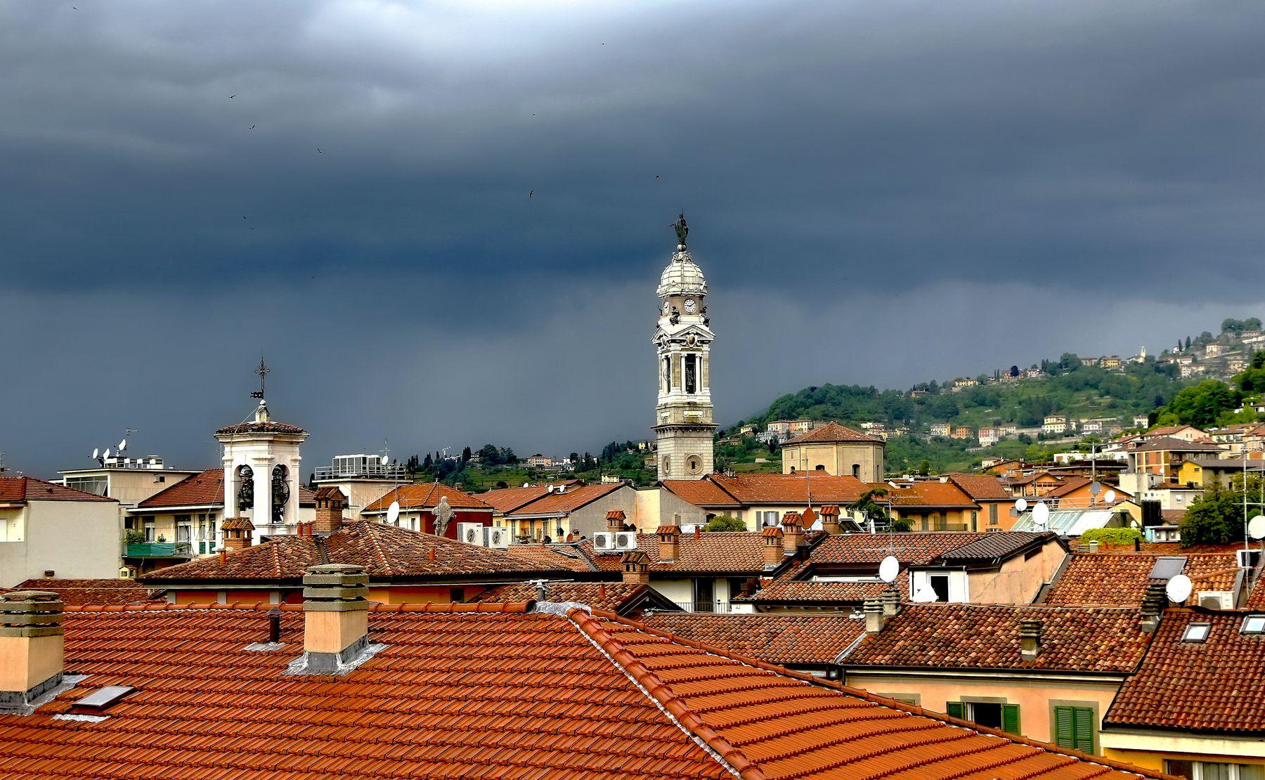 *** Над Бергамо гроза... Бергамо крыши гроза стихия