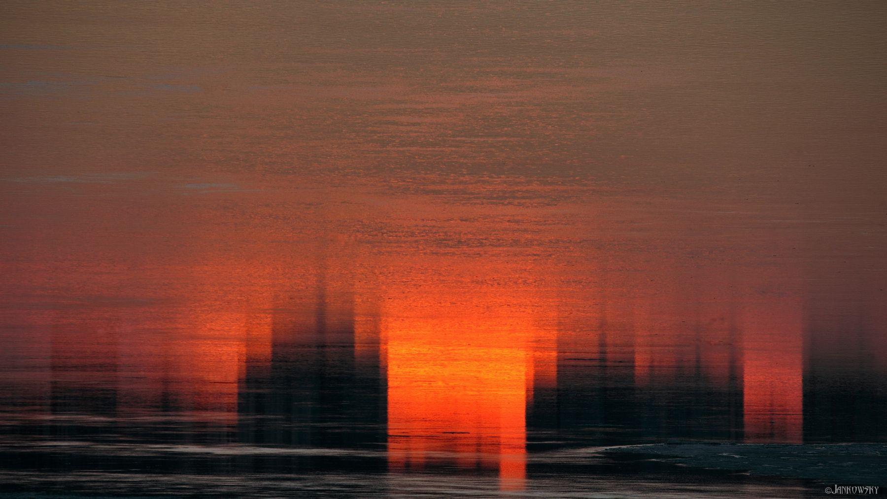 Исчезающие отражения иллюзорного города, исчезающего в иллюзорных отражениях омск отражения иртыш силуэты спальный район оранжевый тени иллюзия