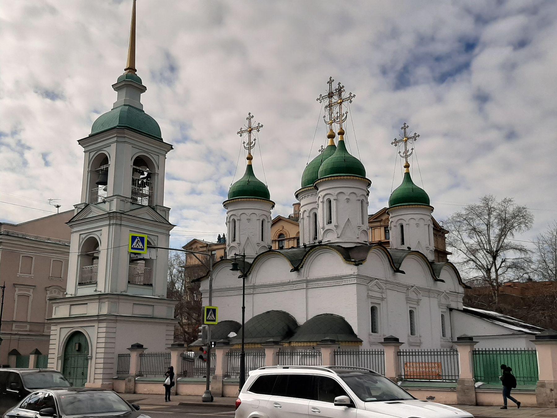 Церковь Троицы Живоначальной в Листах