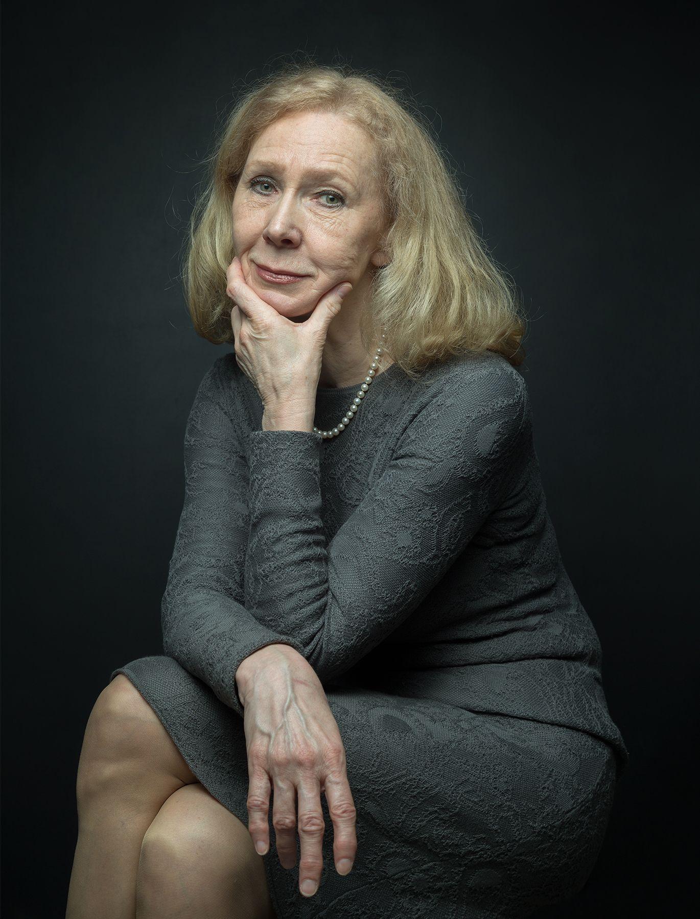 Портрет Ольги woman portrait gallery owner art critic
