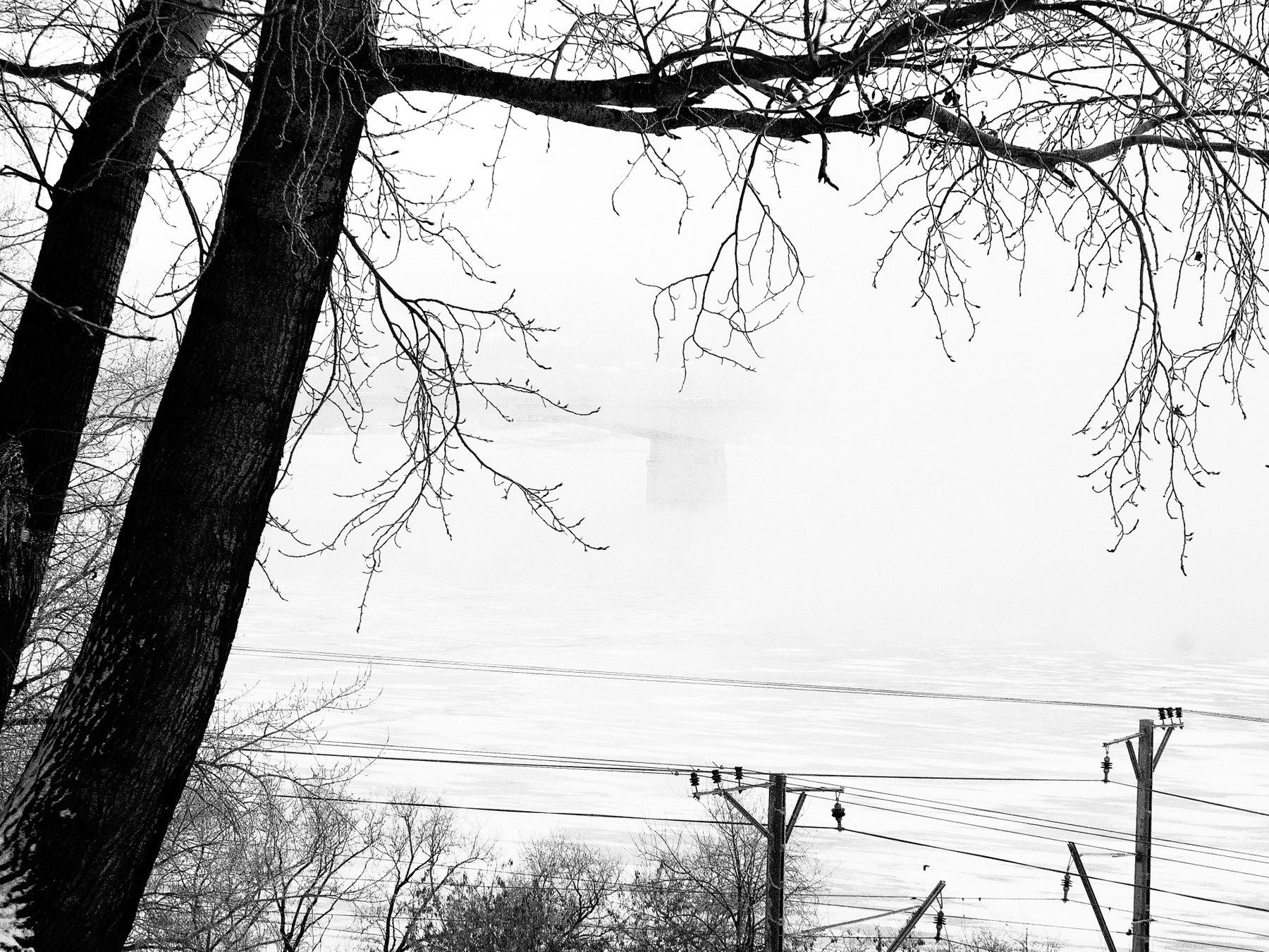 Над Камой. Этюд Зима туман ветки провода мороз графика Шварц
