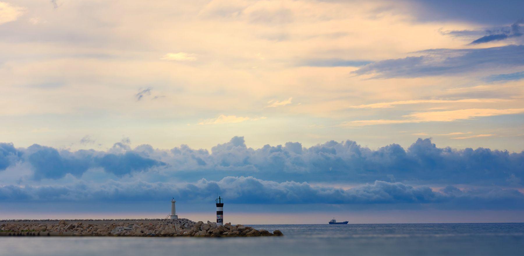 *** море облака корабль маяк путешествия