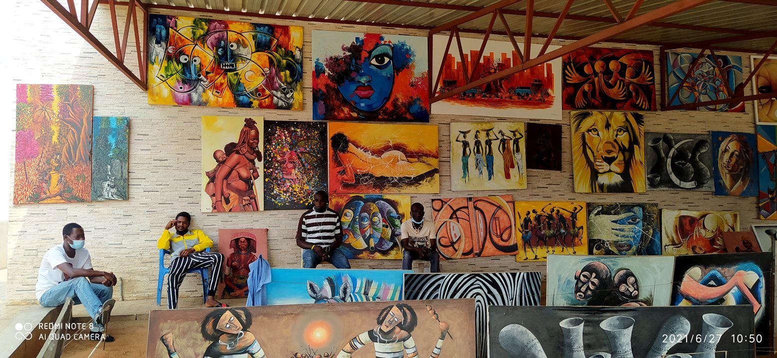 на рынке поделок, картин, как в музее африканского искусства (3) Африка африканцы искусство