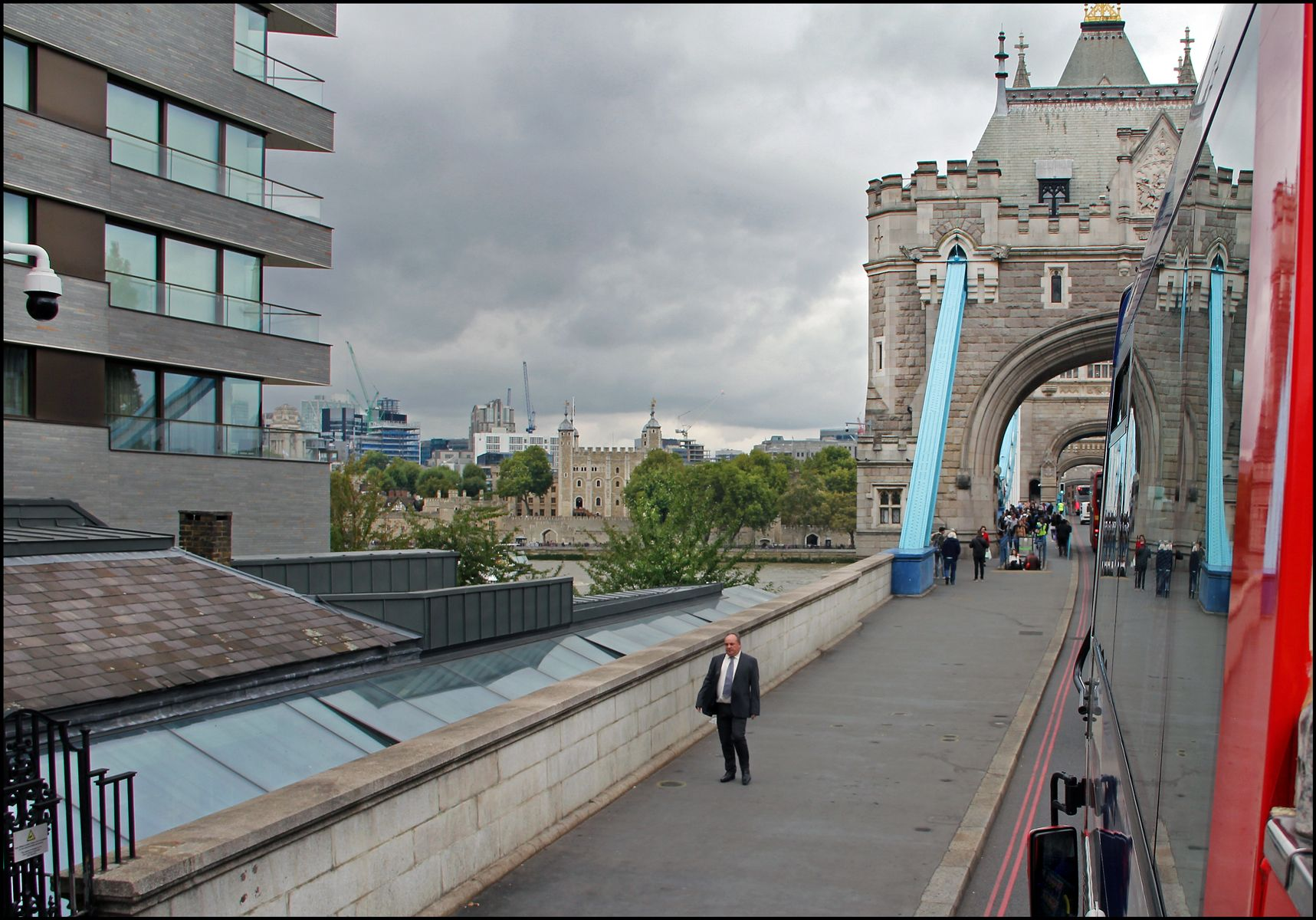 На Тауэрский мост... Лондон Тауэрский мост р.Темза Крепость Тауэр символ Лондона и Британии