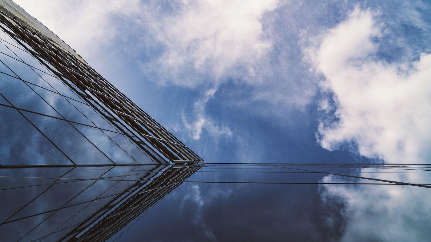 Небо и стекло