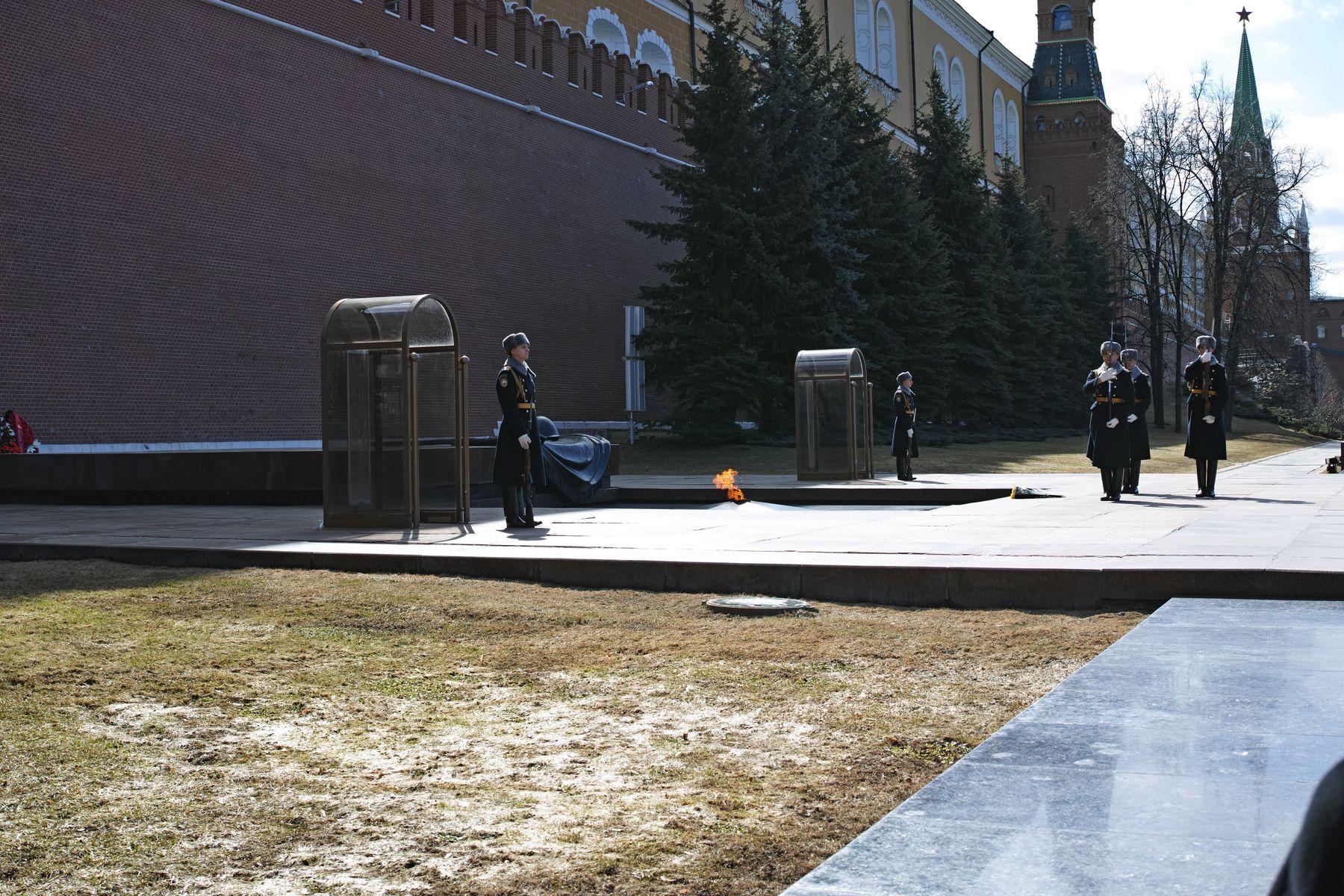 Смена караула город Москва Московский кремль сад Александровский Могила Неизвестного Солдата