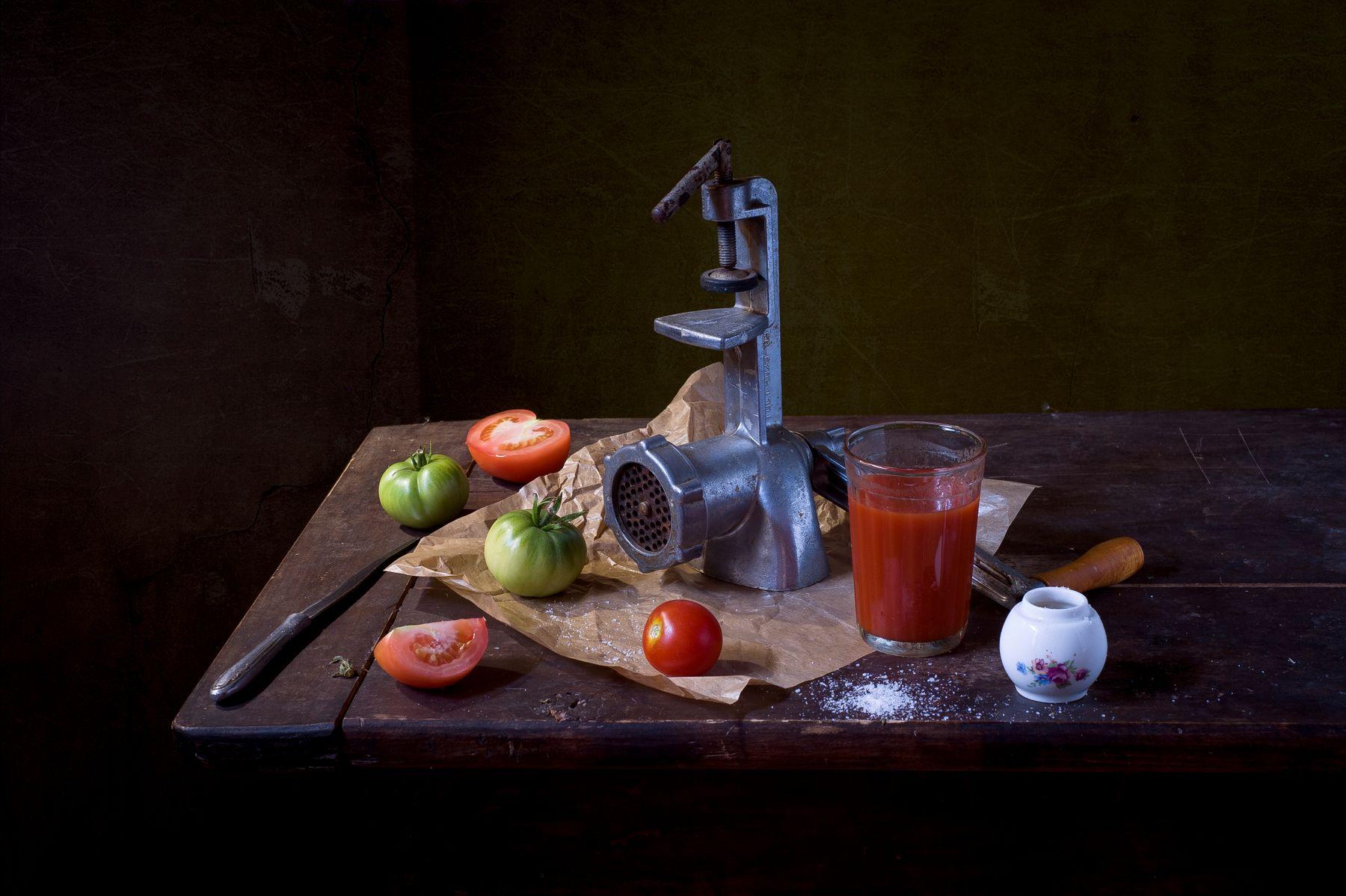 Томатный. мясорубка томатный сок помидоры соль нож бумага лето жара июль