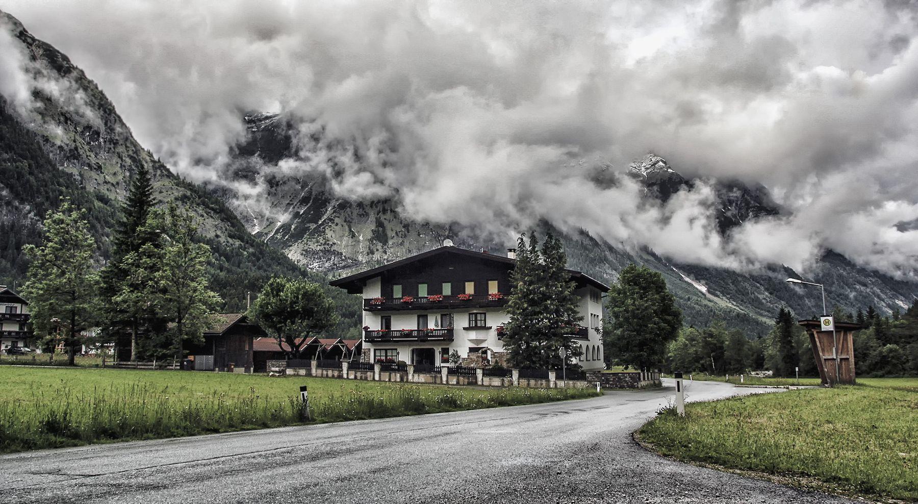 У дороги Австрия Тироль