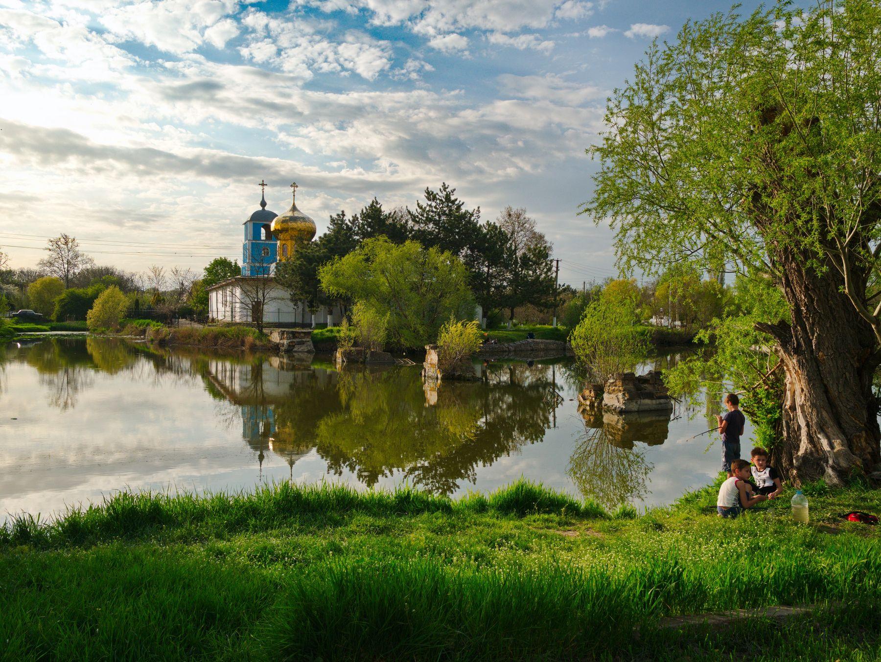 Вечер на берегу пруда Крым природа озеро пруд церковь