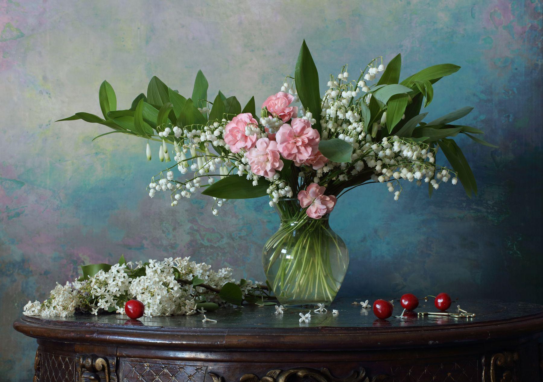 Натюрморт с цветами цветы сирень ландыши
