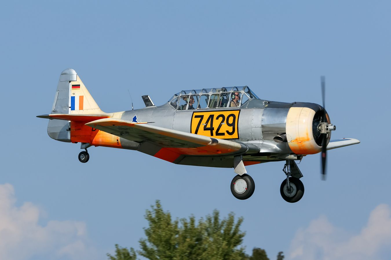 AT-6D. Авиация самолёт ретро oldtimer