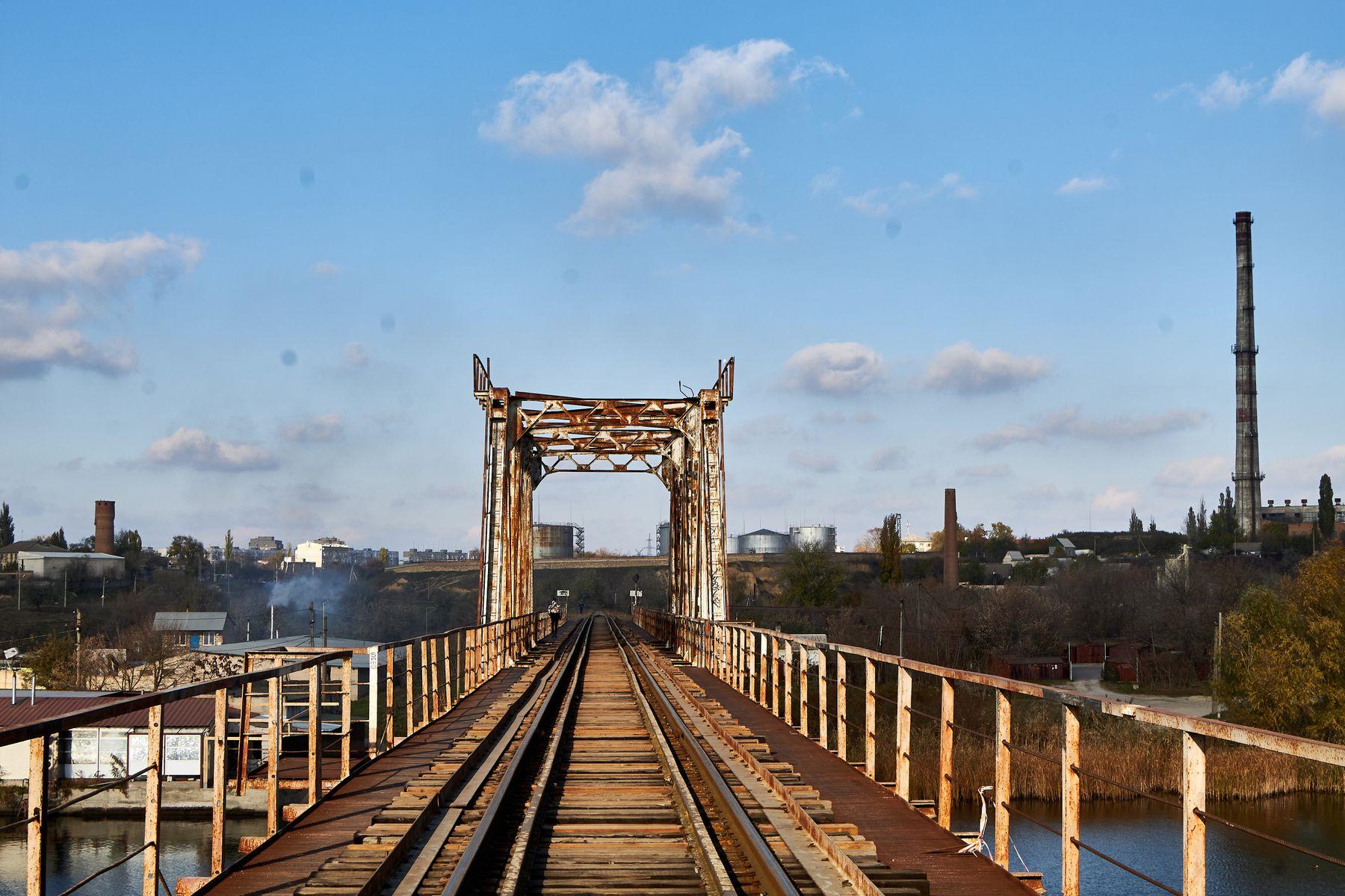 Железнодорожный мост мост рельсы река херсон железная дорога