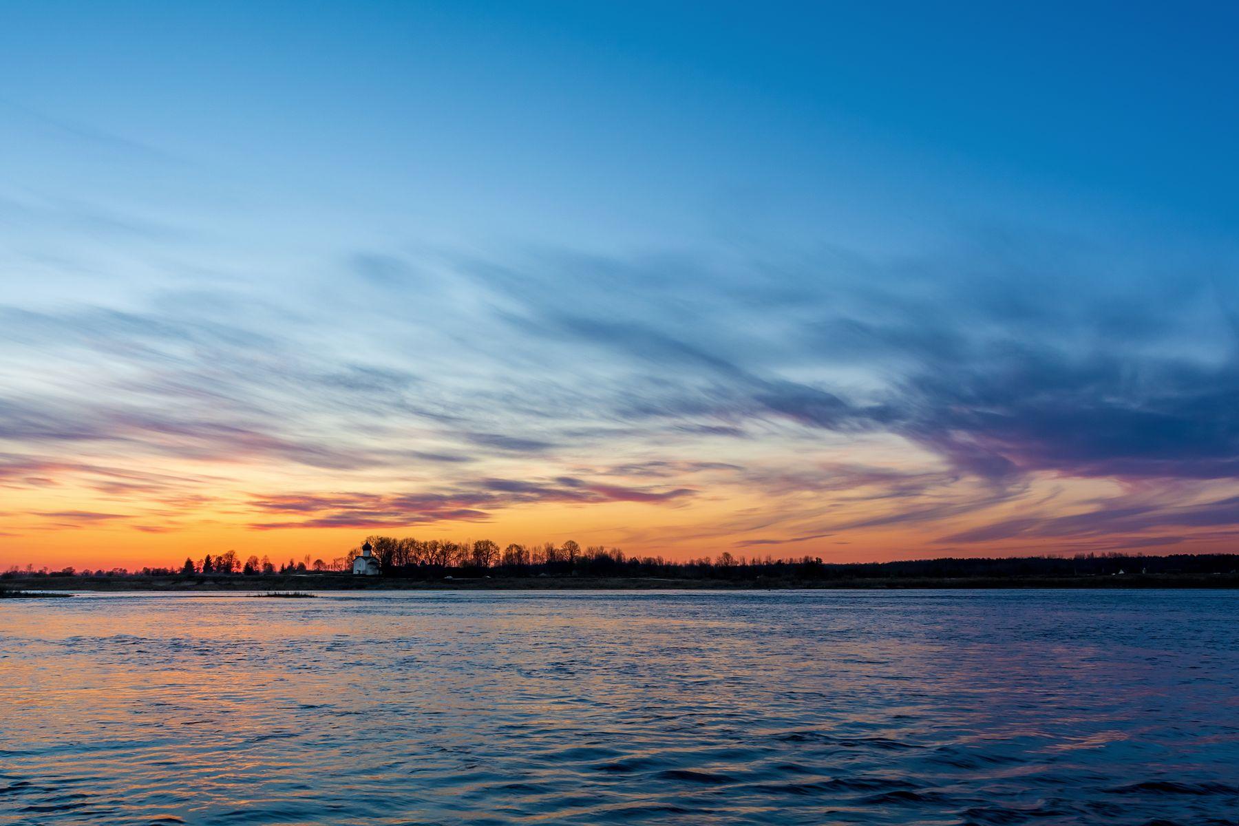 Закат на реке Великой