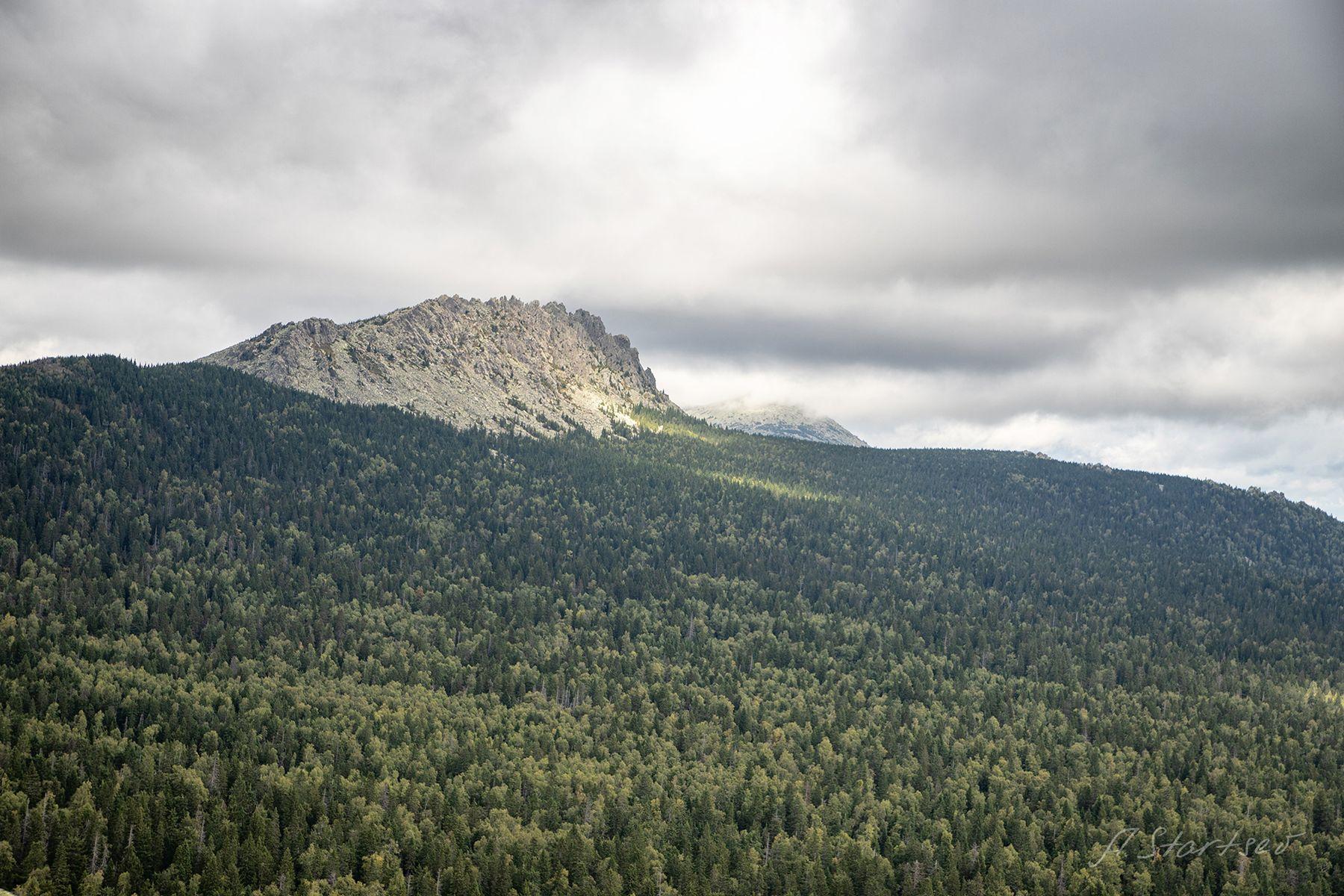 Откликной Гребень. Таганай. Урал туризм Таганай природа пейзаж осень небо лес горы облако