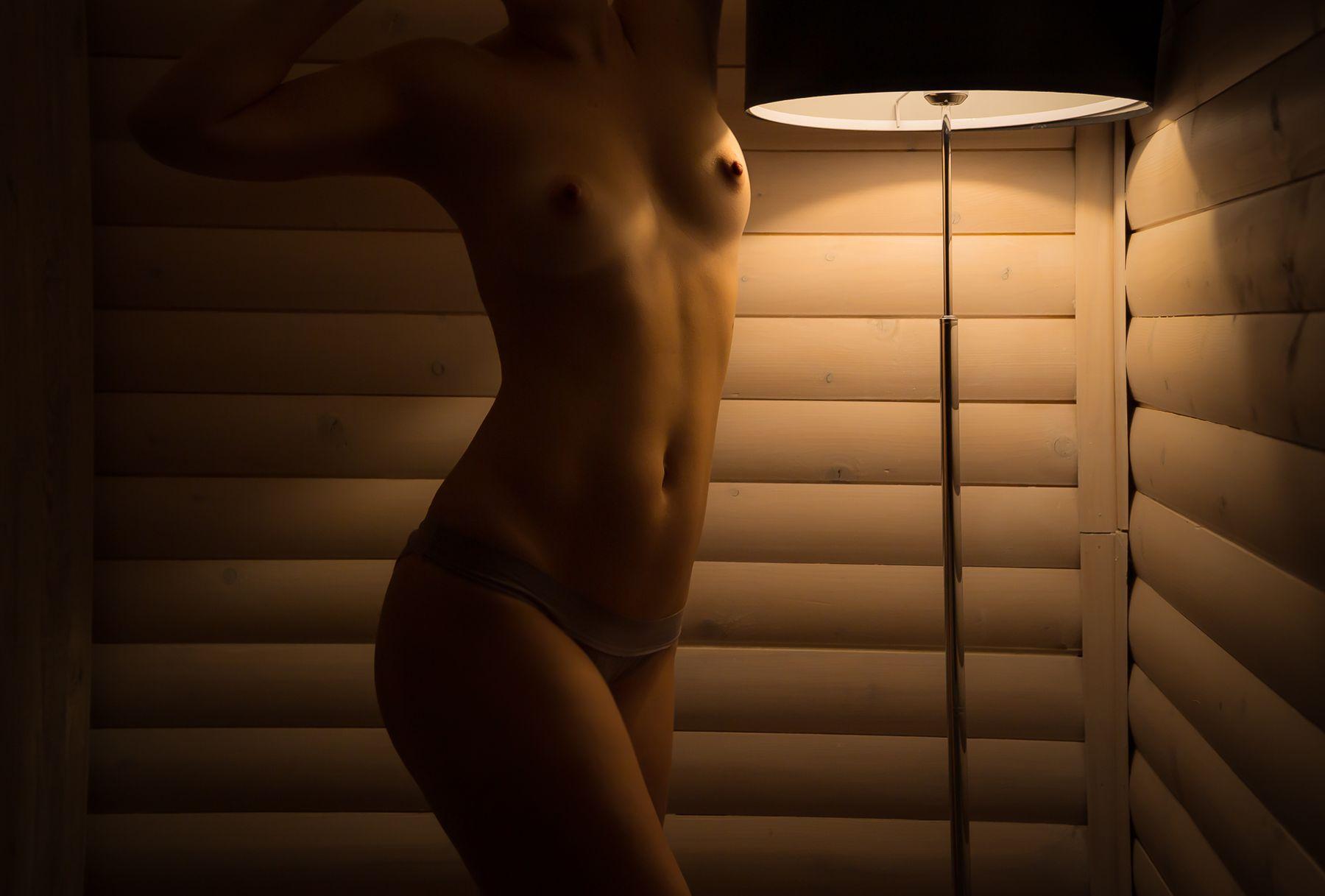 The Lamp ню грудь
