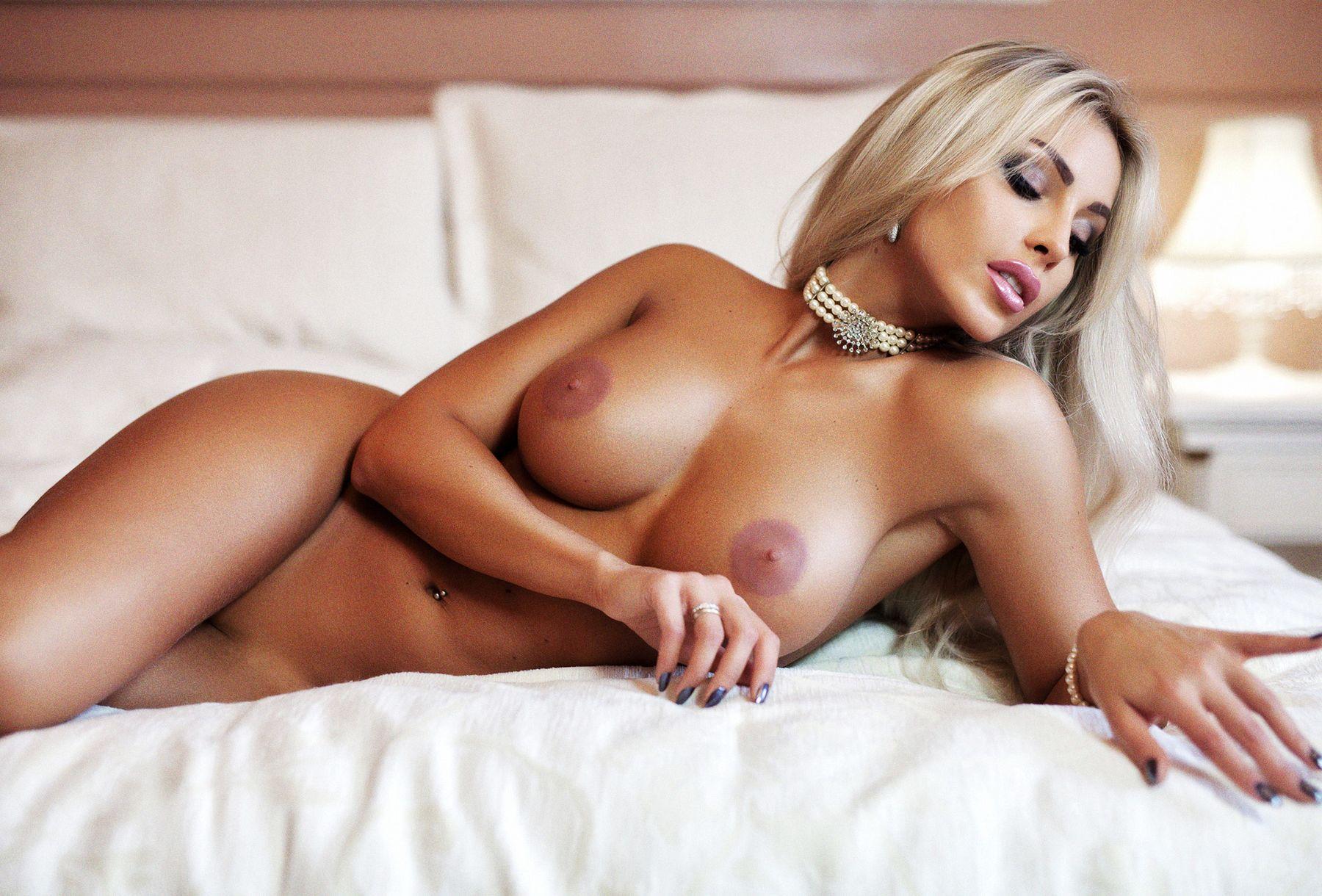 Hot Nude Blond