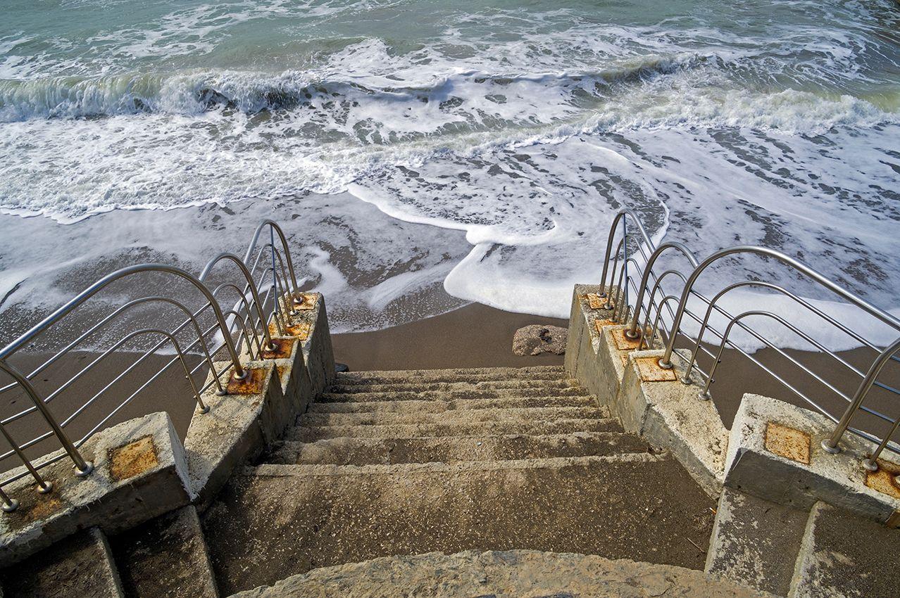 Крым. Апрель. Лестница в море (2)