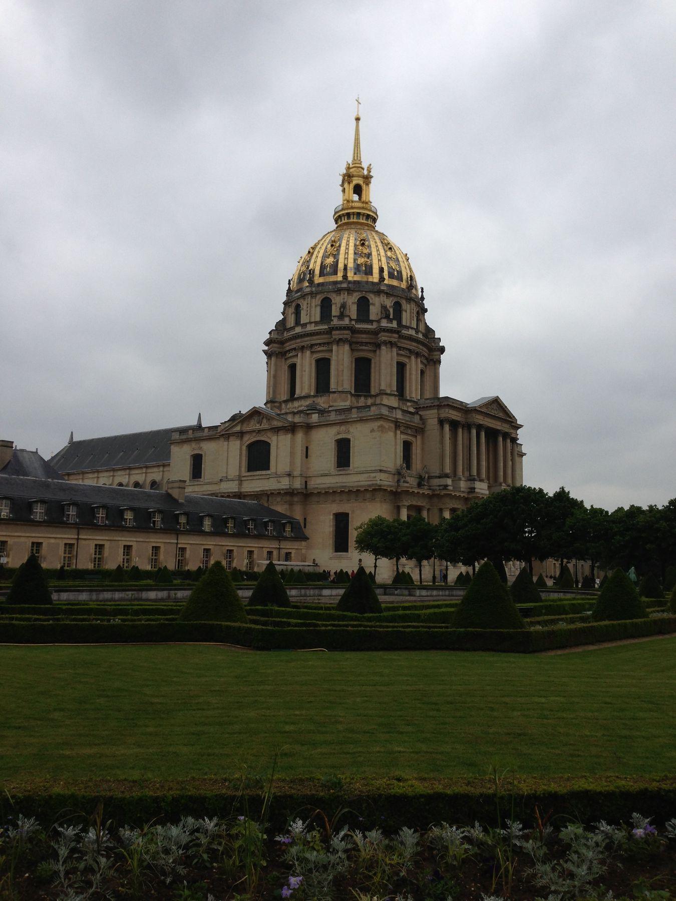 СОБОР ДОМА ИНВАЛИДОВ (ÉGLISE SAINT-LOUIS-DES-INVALIDES) Париж Собор дома инвалидов сад