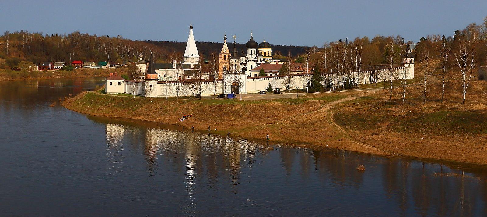 Старицкий Свято - Успенский монастырь. Старица Старицкий Свято Успенский монастырь храм Волга пейзаж