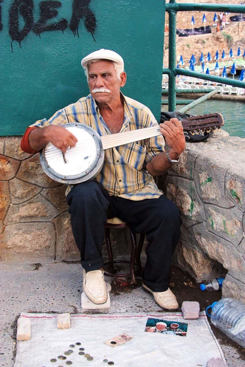 Турецкий музыкант музыкант инструмент джумбуш турция Анталия мужчина