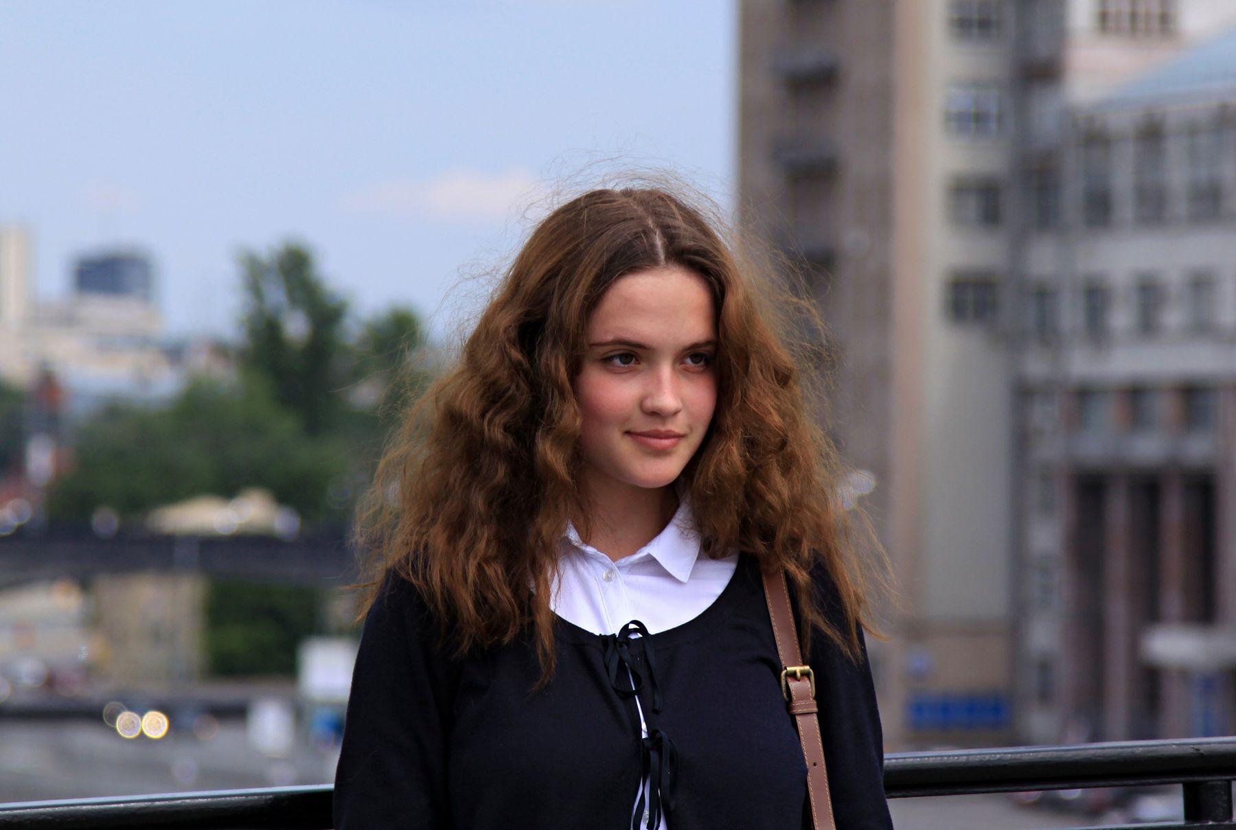 Прохожая люди лица город прохожие уличный портрет стрит девушки красавицы