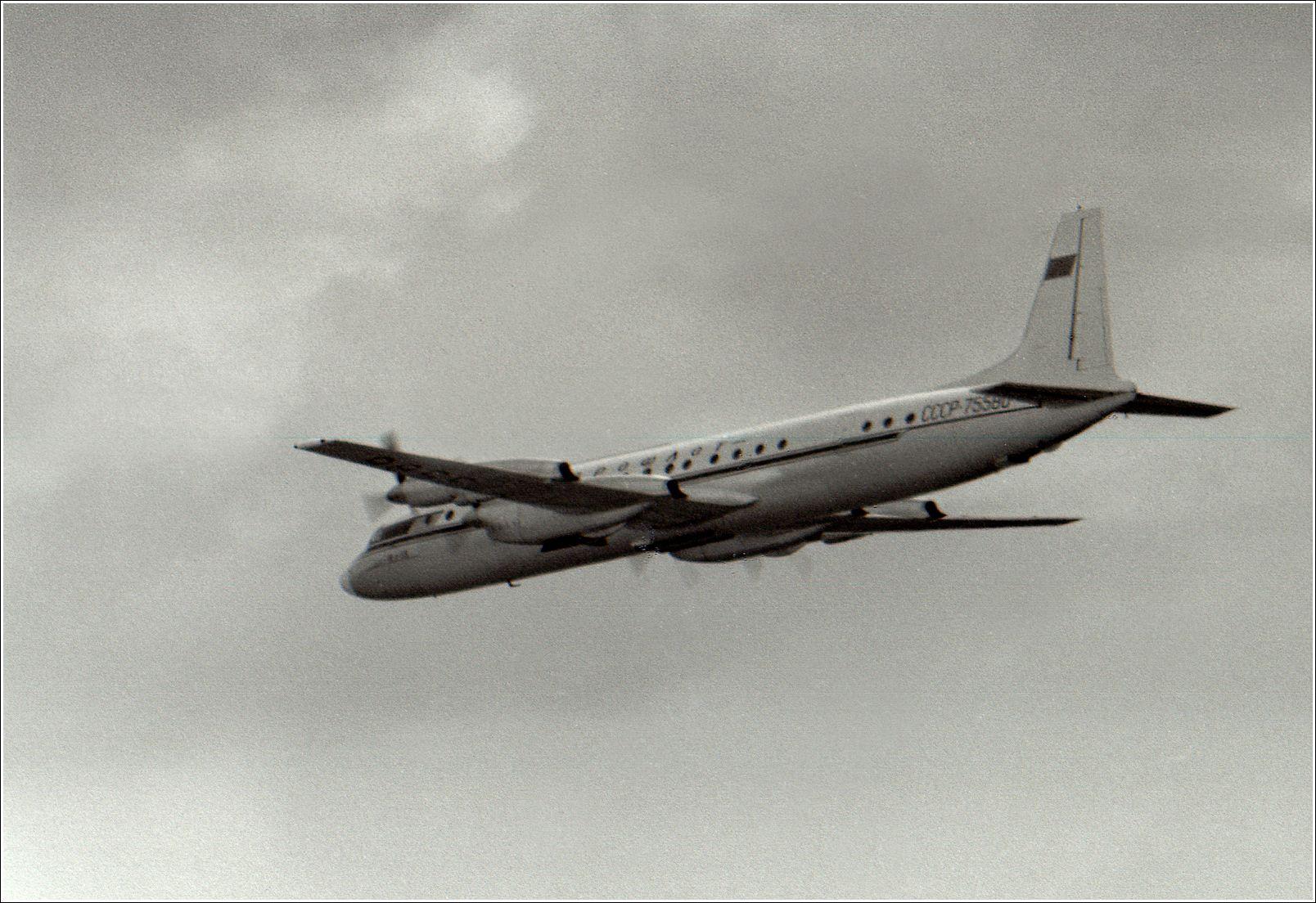 Ил-18 (1967 г.) Ил-18Д авиация самолет полёт Домодедово 1967