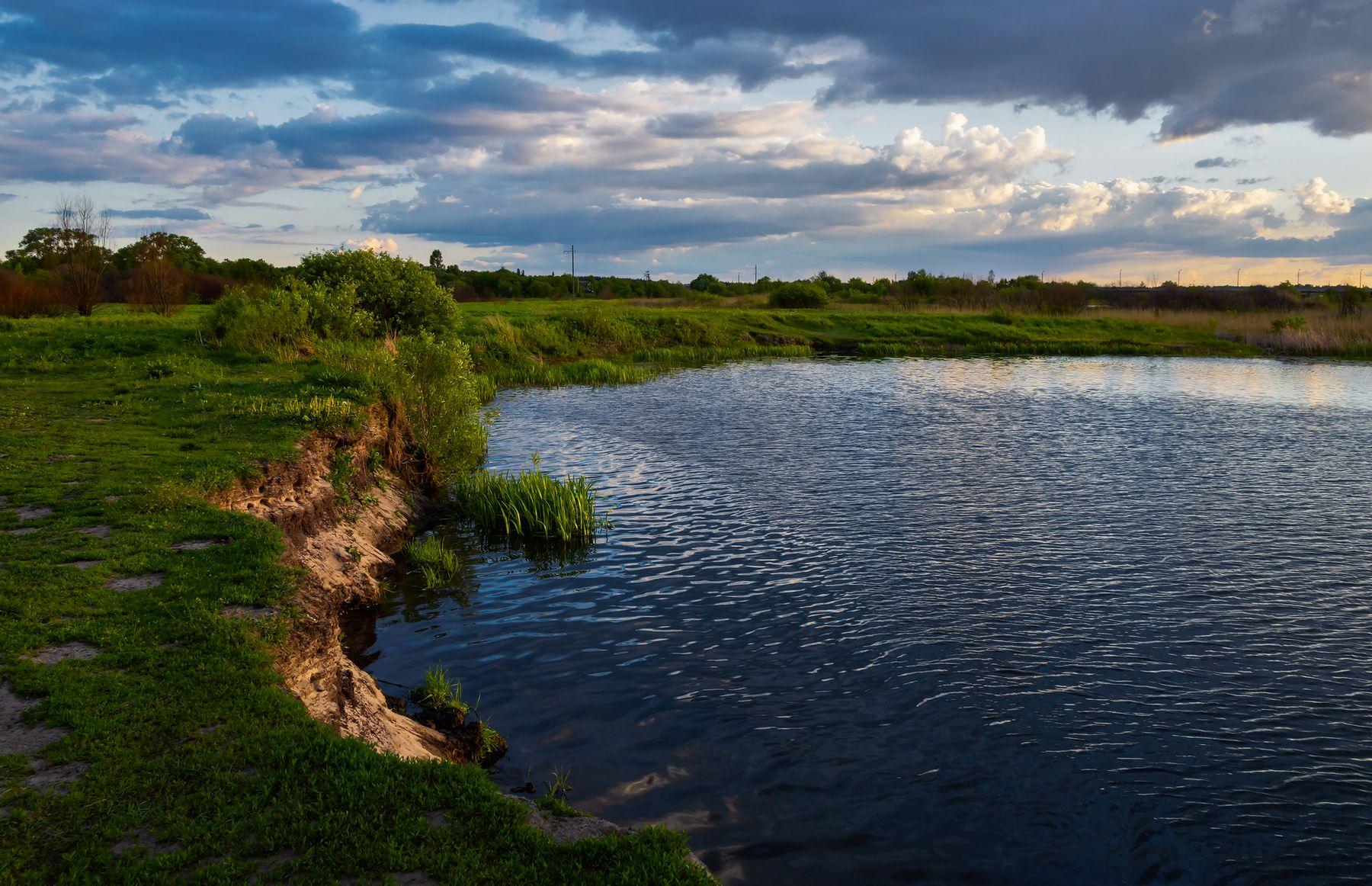 Темные воды Усманки природа пейзаж весна луг город Воронеж поселок Сомово Боровое река Усманка солнце закат вечер