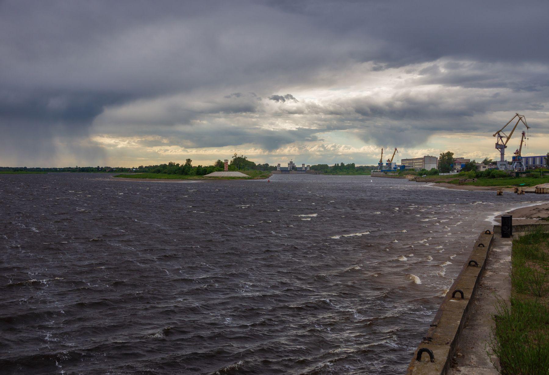 Штормовая Волга путешествия город Городец лето вечер облака туча шлюз река Волга простор солнце